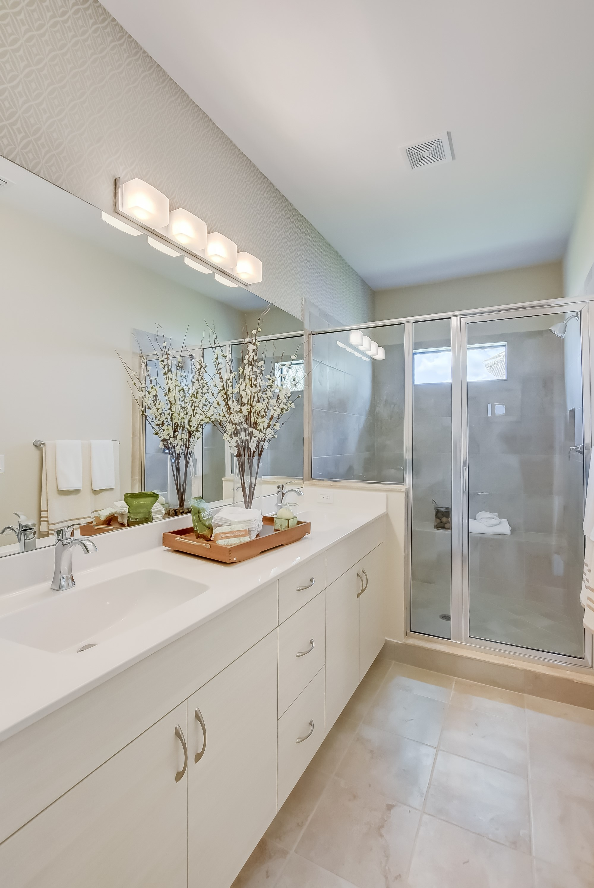 Owner's bath with dual sinks
