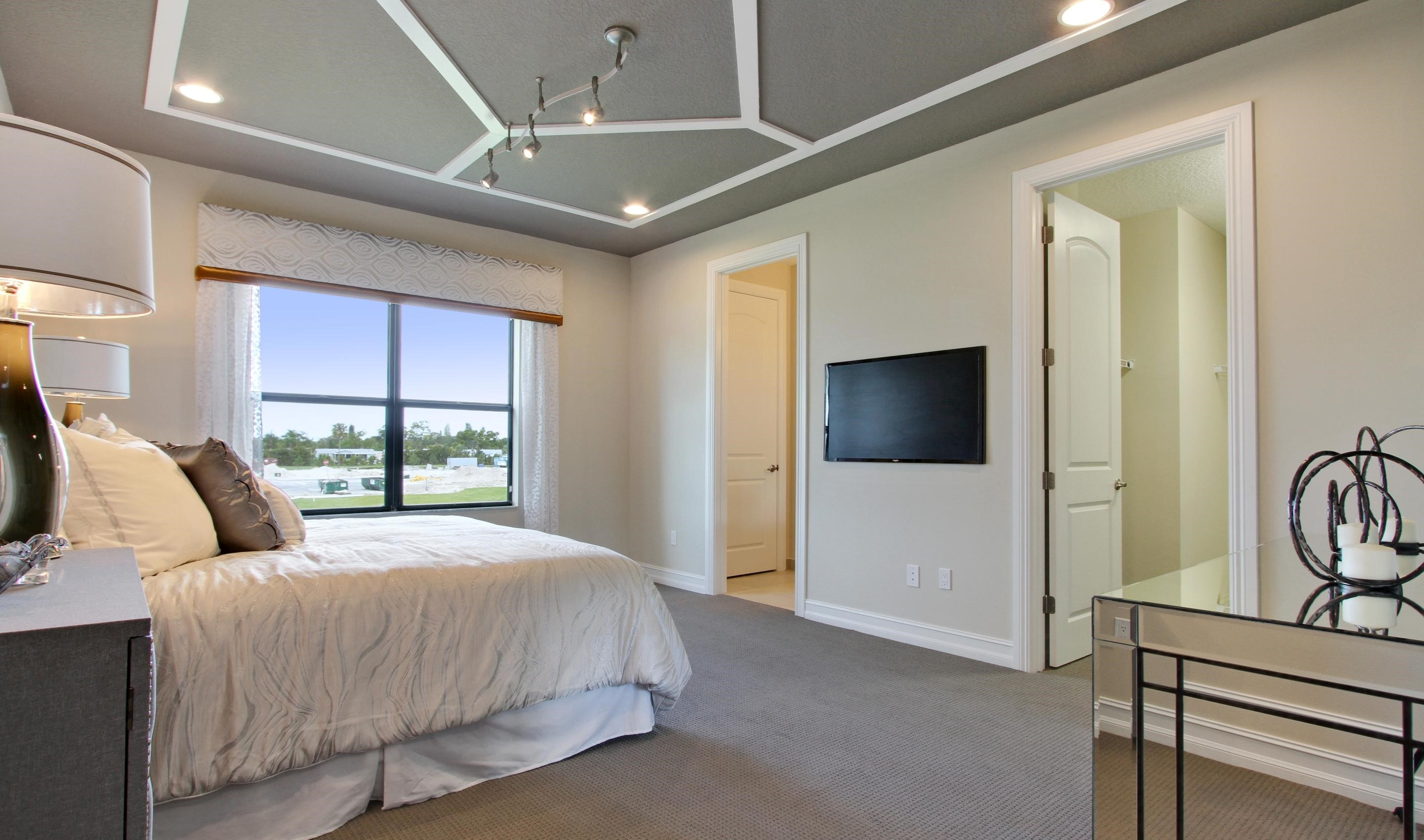 Owner's suite with walk-in closet