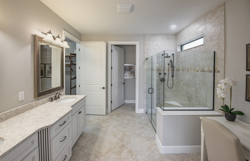 Pinnacle: Owner's Bathroom