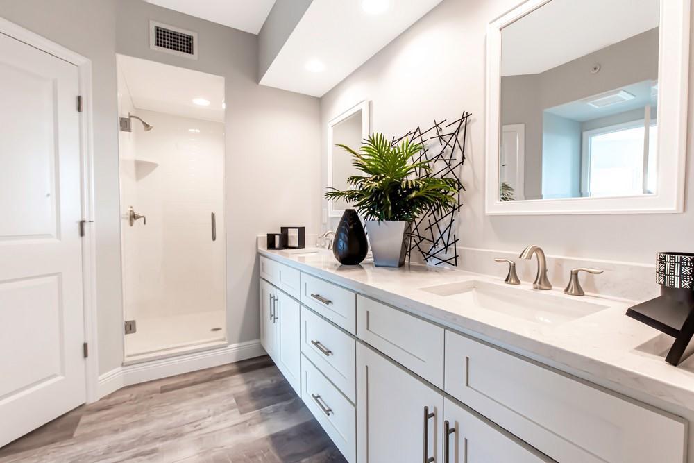 960 Starkey Rd (2 Bedroom 2 Bathroom with Den)